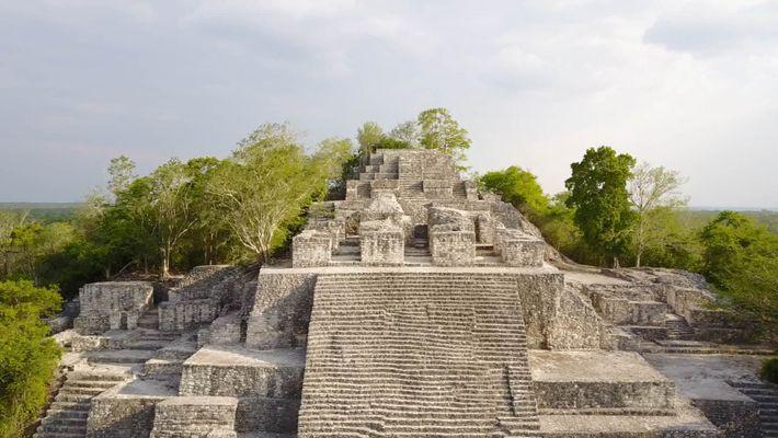 Einblicke in alte Opferhöhle der Maya