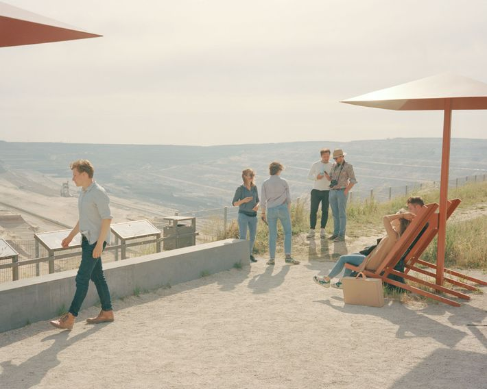 """Die Aussichtsplattform """"Terra Nova"""" wurde von RWE gebaut, um Besuchern einen Blick auf den Tagebau zu ..."""