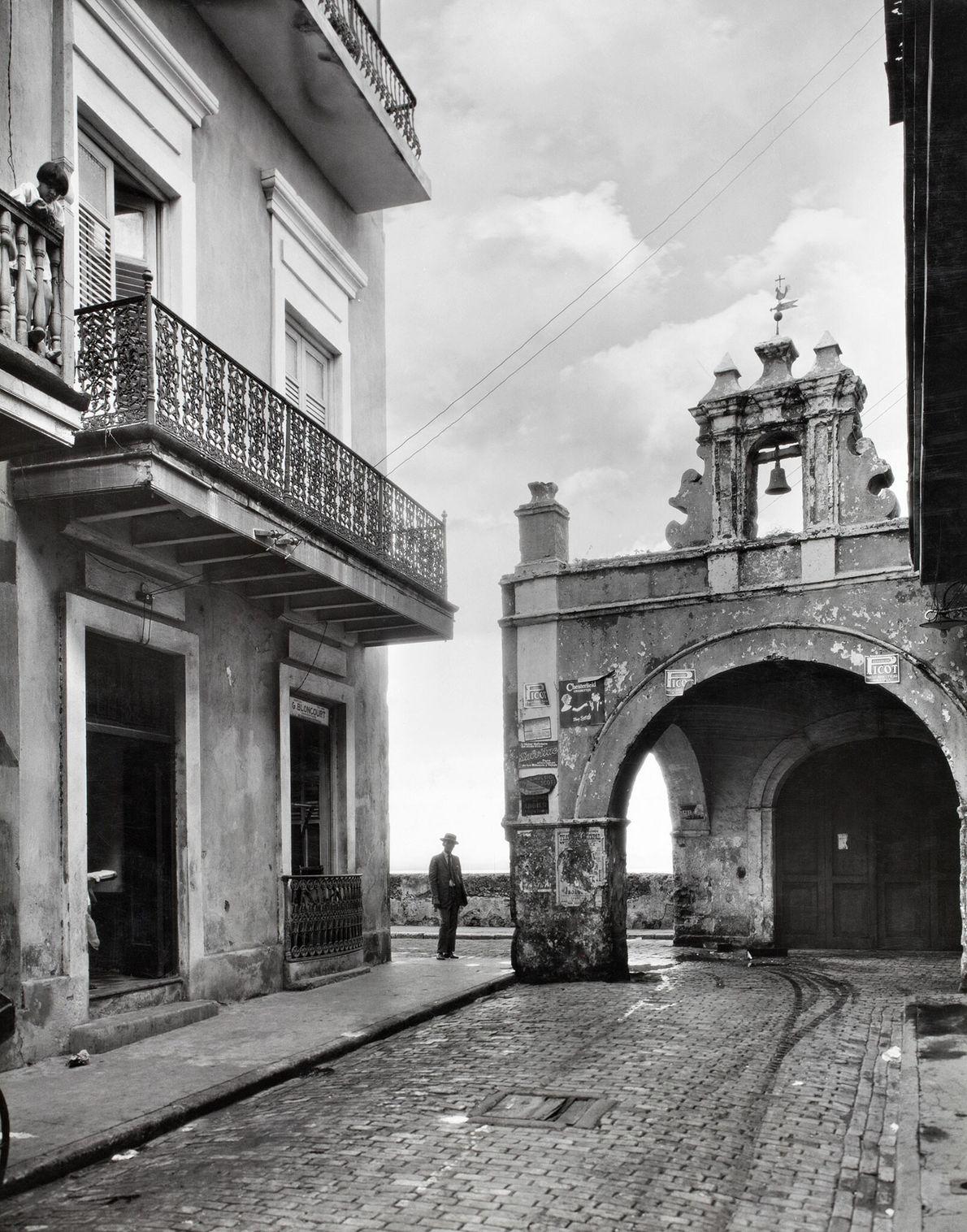 Alte spanische Architektur ist in ganz San Juan zu sehen. Hier steht eine jahrhundertealte Kirche am ...
