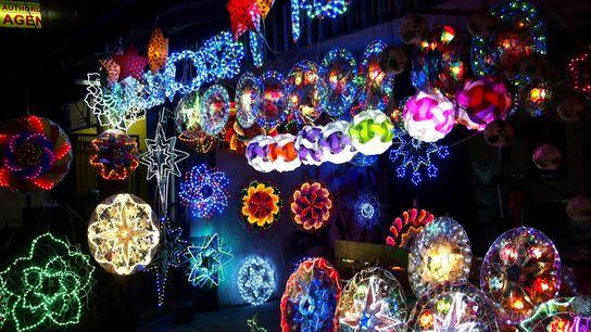 """""""Parol"""" heißen diese Laternen, ohne die Weihnachten auf den Philippinen heute undenkbar wäre. Ursprünglich wurden sie ..."""