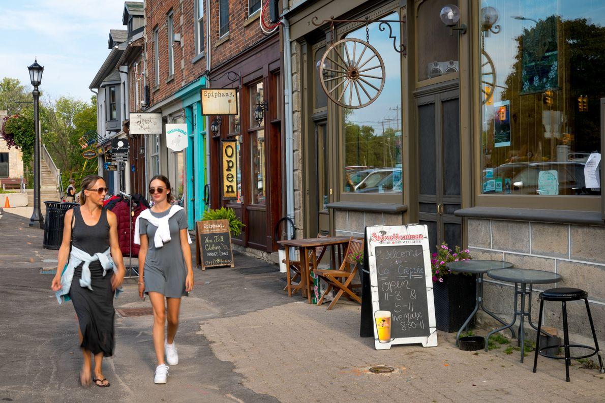 Die historischen Gassen in Eloras Innenstadt laden zu einem Schaufensterbummel durch die hübschen Läden und Galerien …