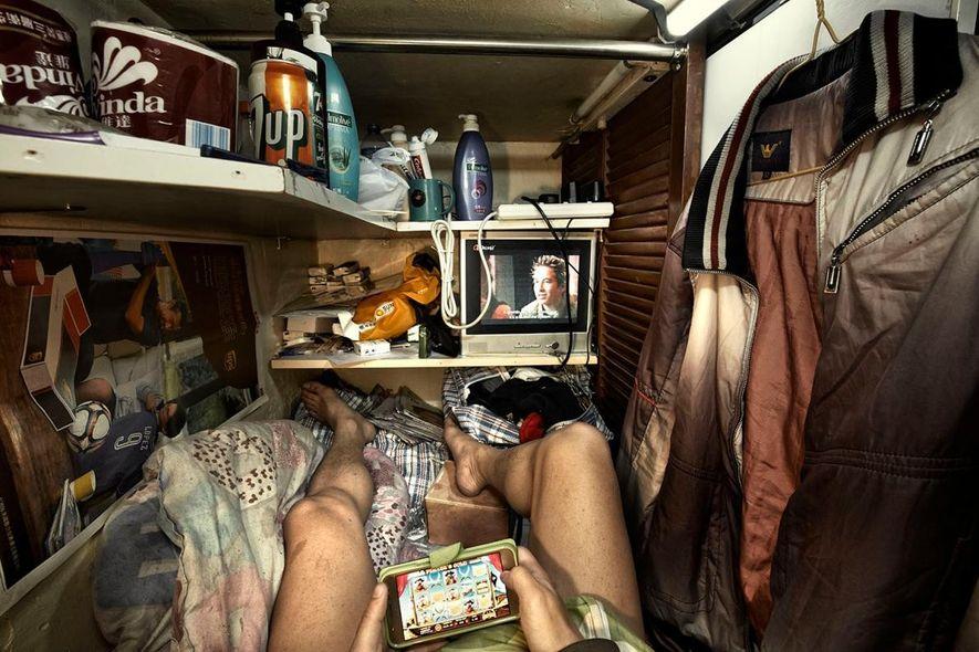 Schätzungsweise 200.000 Einwohner Hongkongs leben in unzureichenden Wohnverhältnissen, wie die Society for Community Organisation sagt.