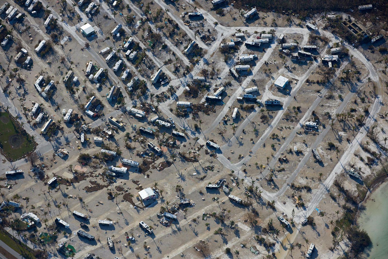 Umgeworfene Wohnmobile auf Sunshine Key