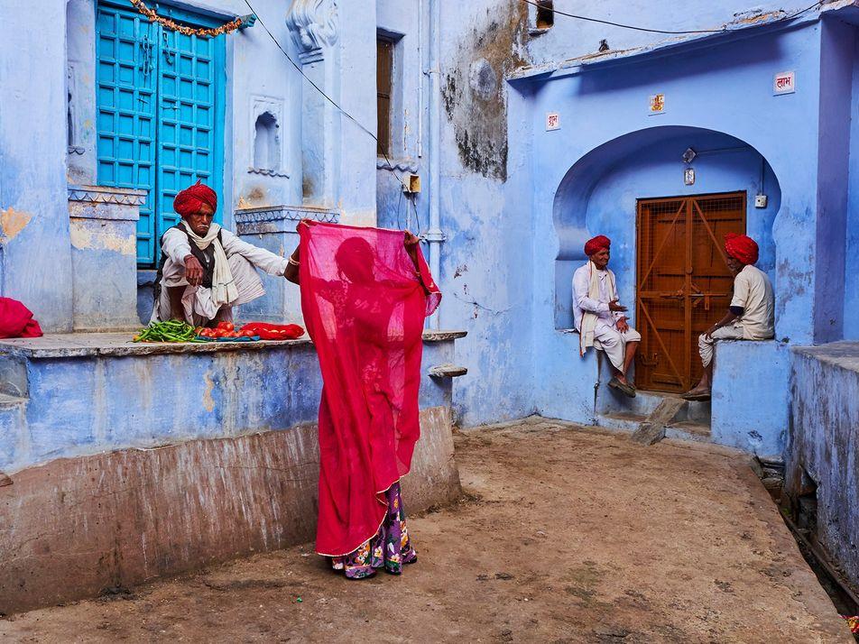 Galerie: Saris: Indiens traditionellste Tracht scheut keinen Wandel