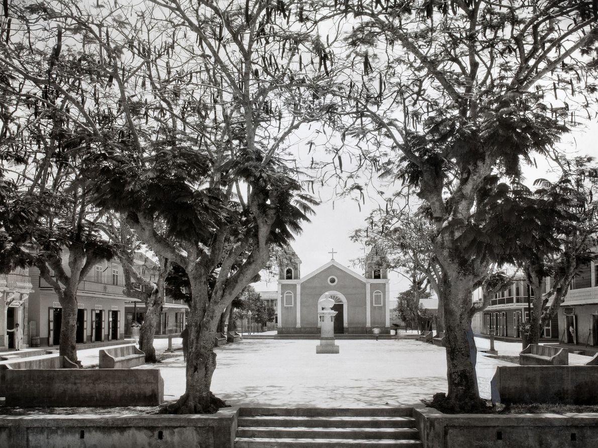 Im nordwestlichen Teil der Insel ist ein zentraler Platz in der Stadt Quebradilla in Stille gehüllt.