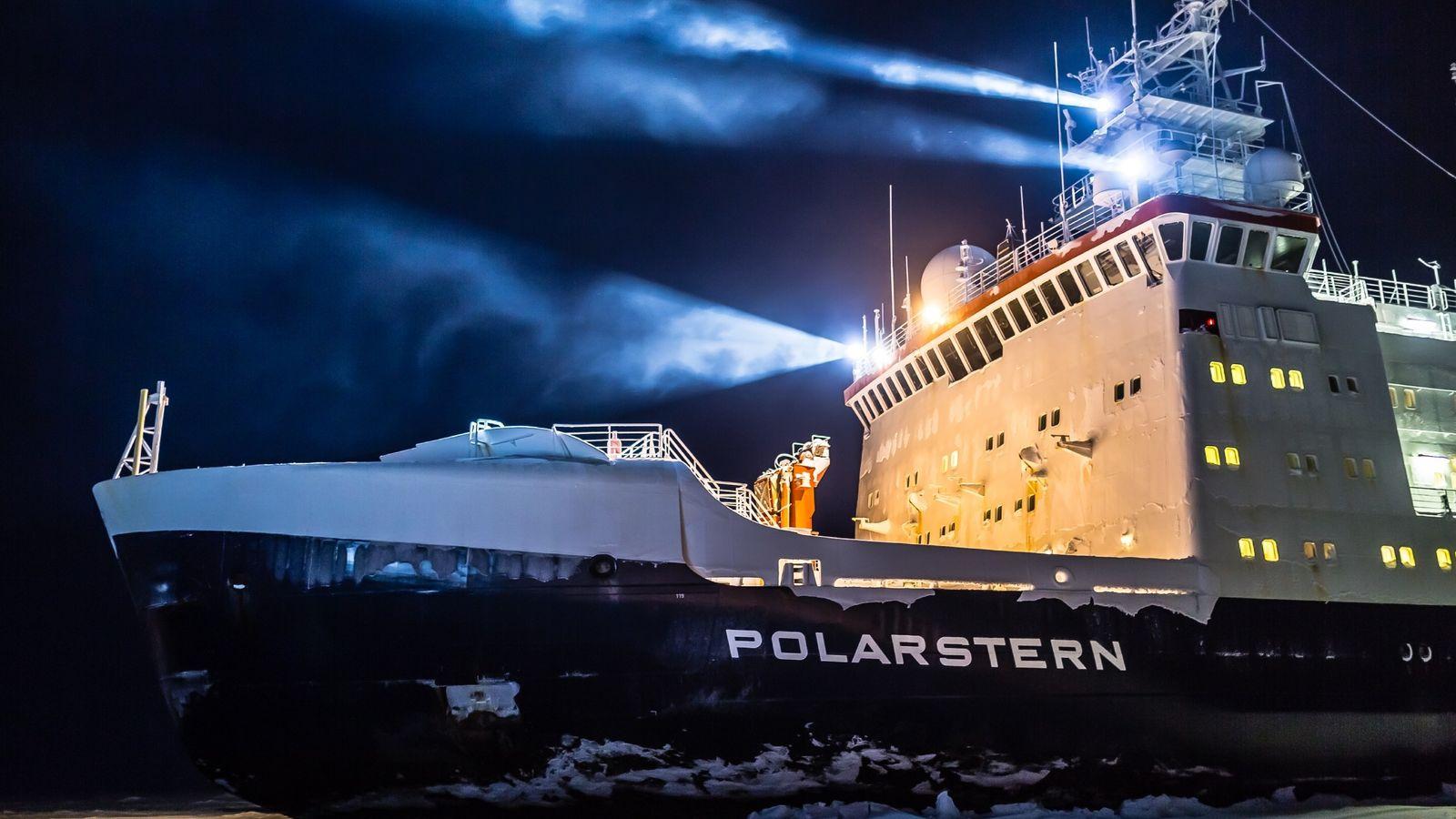 """Eisige Expeditionen: Seit den frühen 1980er-Jahren durchkreuzt der deutsche Forschungseisbrecher """"Polarstern"""" die Meere am Nord- und ..."""