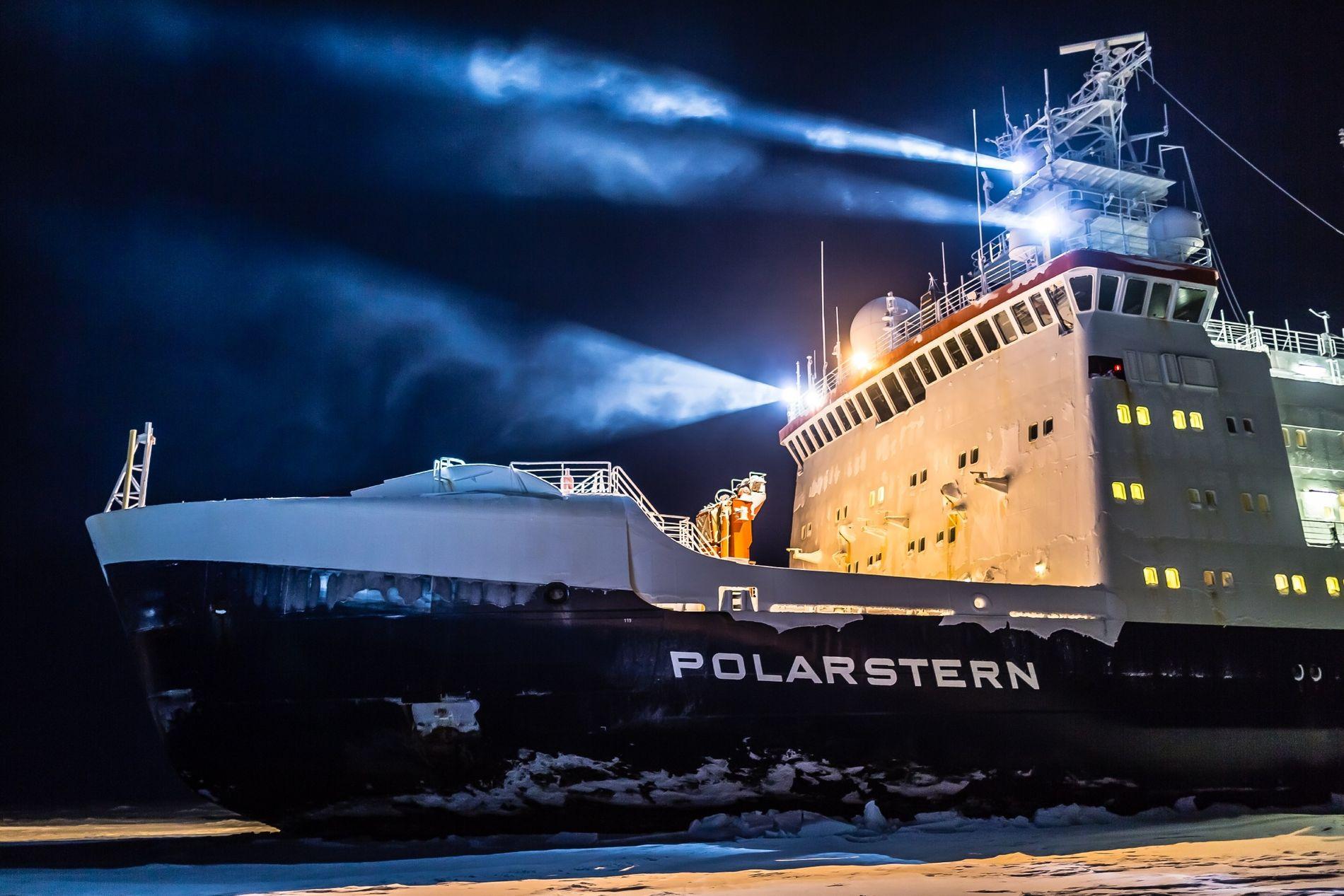 """Eisige Expeditionen: Seit den frühen 1980er-Jahren durchkreuzt der deutsche Forschungseisbrecher """"Polarstern"""" die Meere am Nord- und Südpol."""