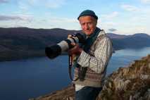 Steve Feltham hält die Stellung am Loch Ness See.