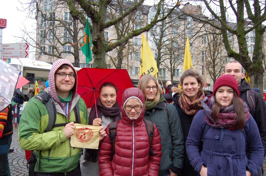 """Physikstudentin Marie Christin-Juhl (vorne rechts) und ihre Kommilitonen aus Heidelberg erwarten konkrete Klimaschutzmaßnahmen, statt nur """"über Emissionsziele und Kommastellen zu reden""""."""