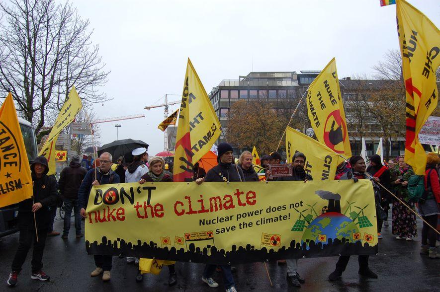 Gemeinsam für den Klimaschutz: Rund 2000 Demonstranten schlossen sich dem Protestmarsch durch Bonn an.