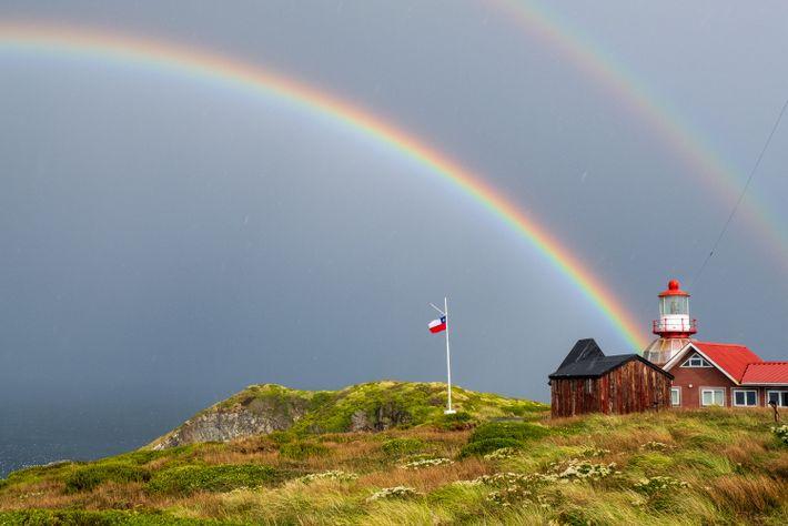Der Leuchtturm am Kap Hoorn markiert das Zusammentreffen des Atlantiks und des Pazifischen Ozeans und ist ...