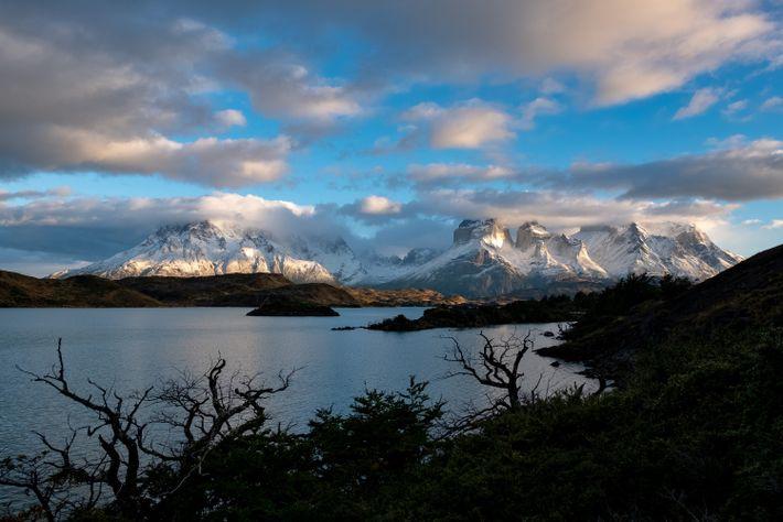 Besucher des Nationalparks Torres del Paine werden sehen, warum der Name des Massivs übersetzt aus dem ...