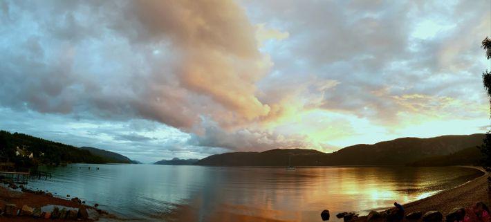 Steve Feltham fängt die idyllische Abendstimmung am Loch Ness ein.