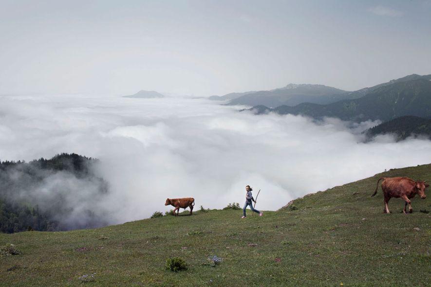 Adscharien ist bekannt für seine Berglandschaft und leider ebenso für die vielen frühen Hochzeiten, die hier ...