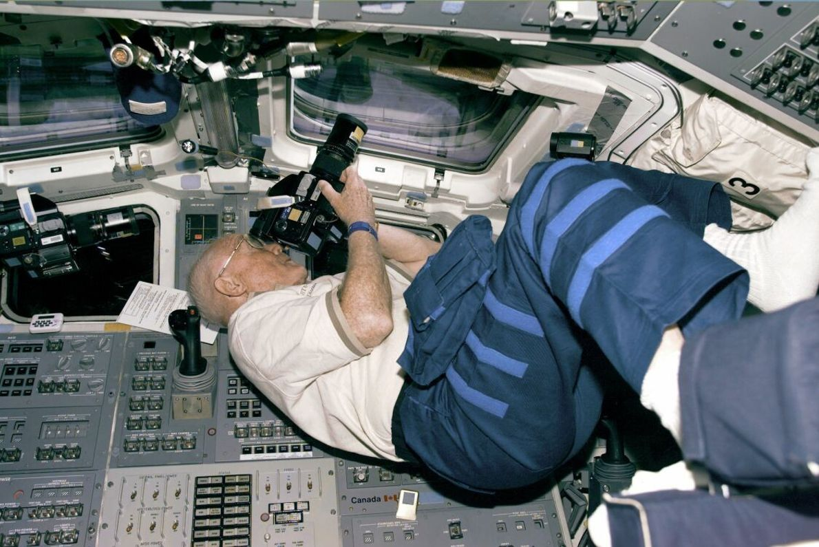 John Glenn war der älteste Mensch, der 1998 mit dem Shuttle Discovery ins Weltall flog. So ...