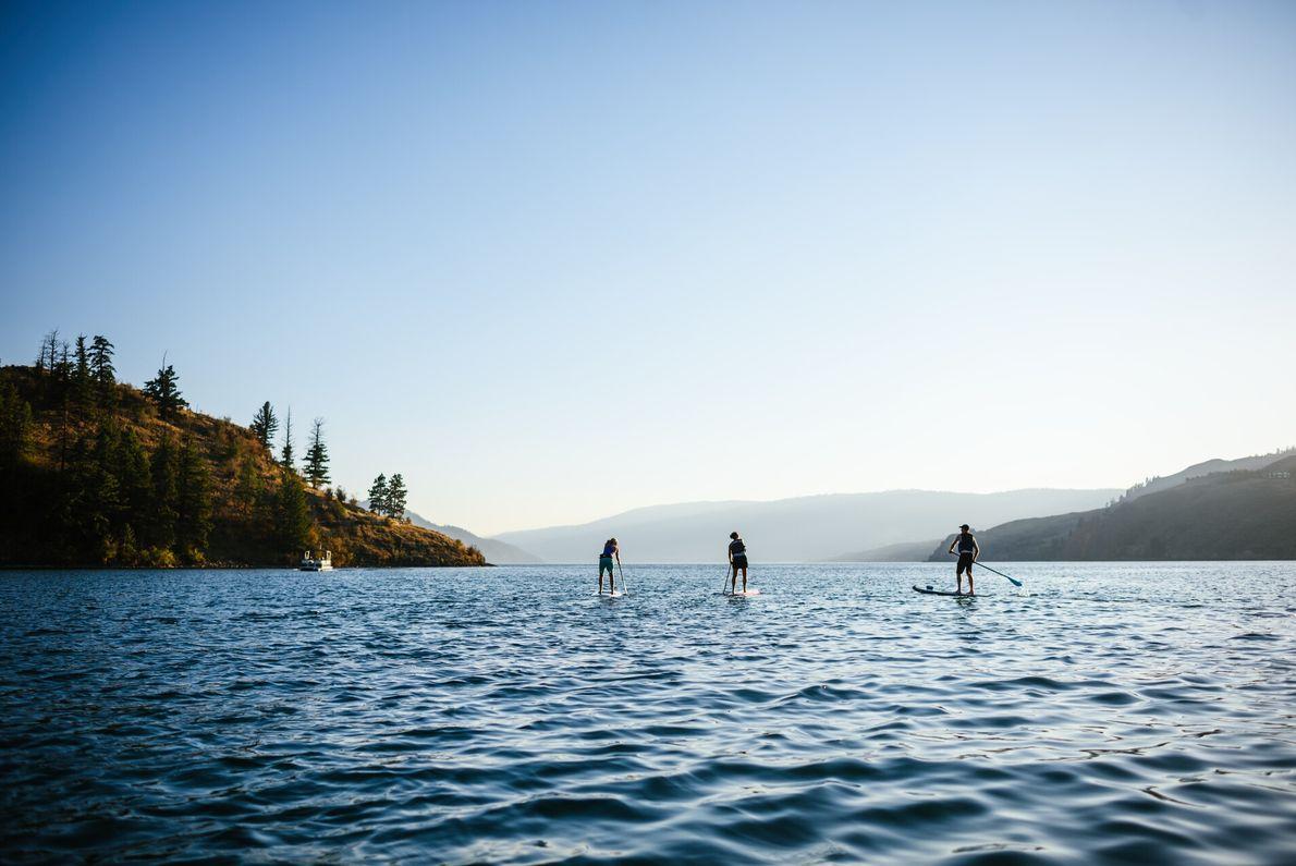 1. AUF DEM WASSER  In dieser Heimat unzähliger Flüsse, Seen und Fjorde, heißer Quellen und rund 25.000 ...