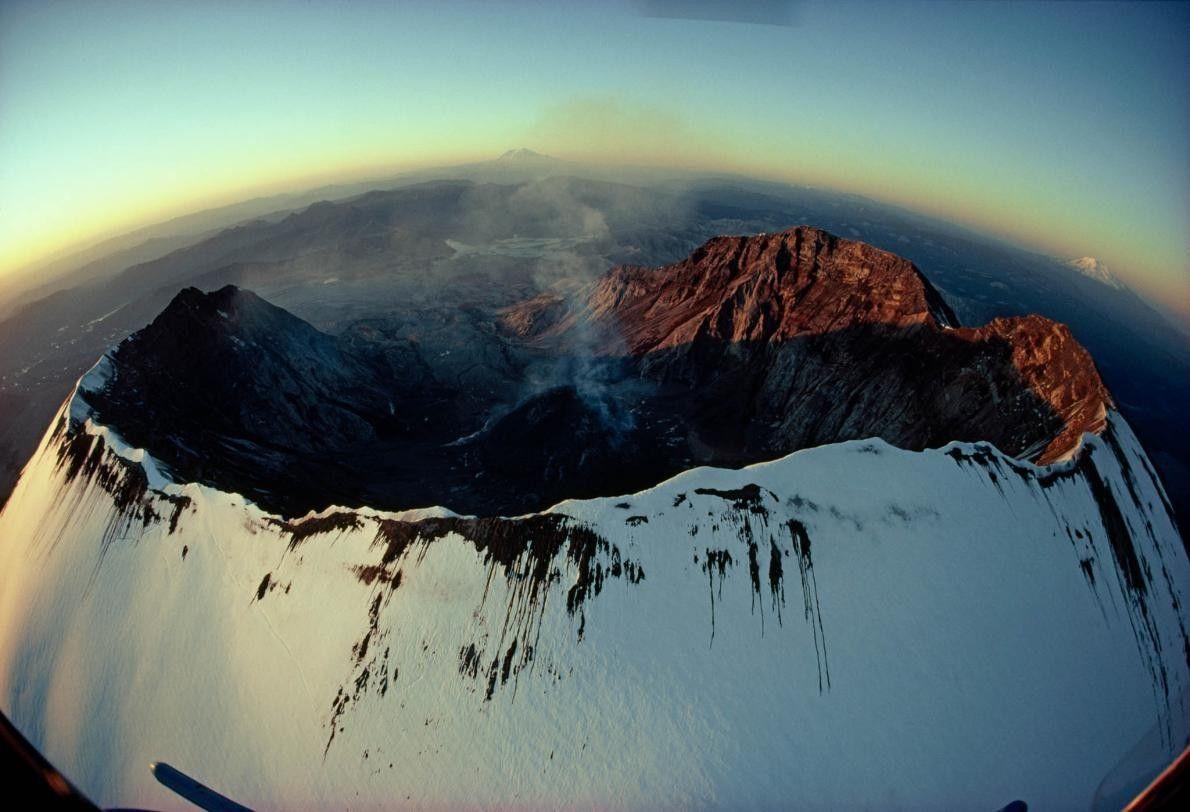 Luftaufnahme des Kraters vom Mount St. Helens