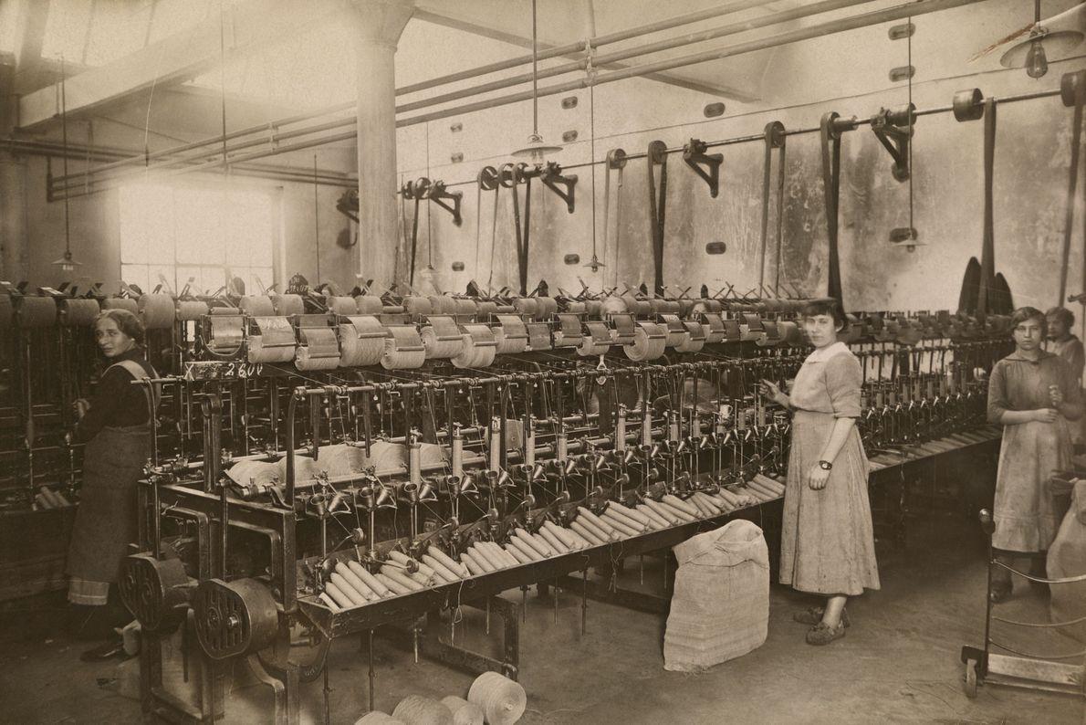 Frauen in einer Baumwollfabrik