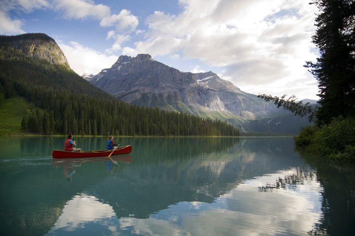 Für Brian Cross sind die Gipfel und Bergseen von British Columbia, darunter der Emerald Lake, Orte zum Erkunden ...