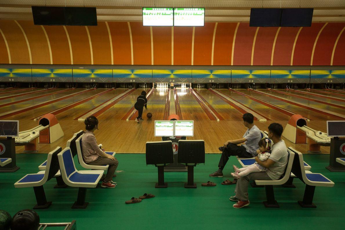 Nordkoreaner beim Bowling