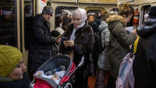 Shahrizada fährt mit der Moskauer U-Bahn zur Hochzeit einer Freundin.