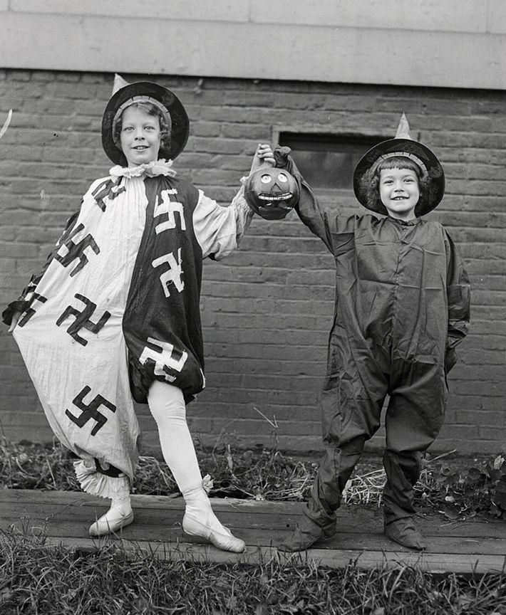 Vintage Halloween Kostüm Swastika