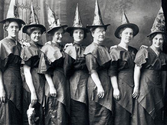 Galerie: Halloweenkostüme vor 100 Jahren