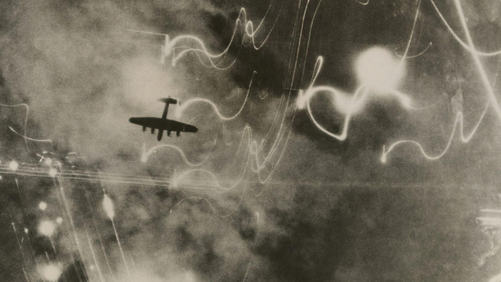 Im Juli 1943 flogen die alliierten Streitkräfte mehrere Angriffe auf Hamburg. Die Operation mit dem Namen ...