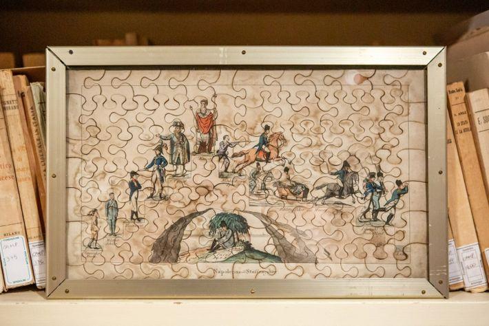 Ein seltenes deutsches Puzzle von 1814, das den Aufstieg und Fall von Napoleon Bonaparte darstellt, wird ...