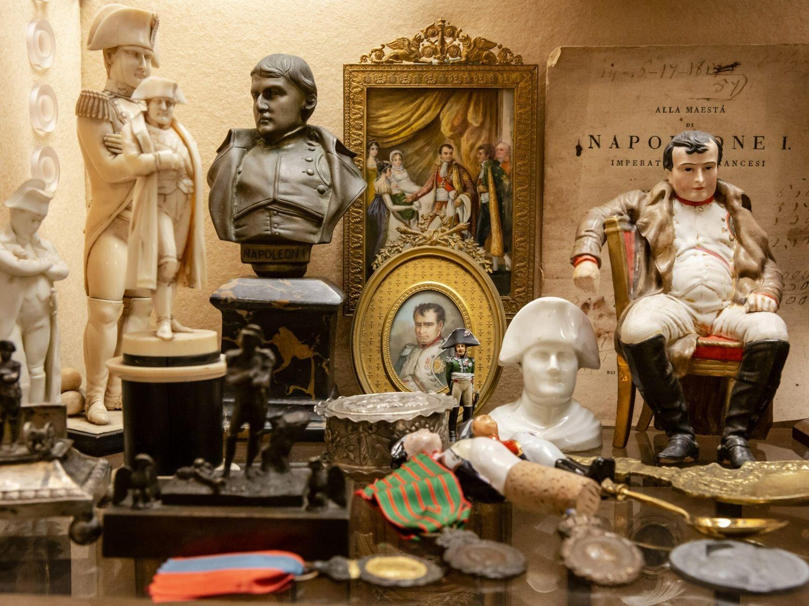 Napoleon Bonaparte starb am 5. Mai 1821 auf St. Helena, einer abgelegenen Insel inmitten des Südatlantiks, ...