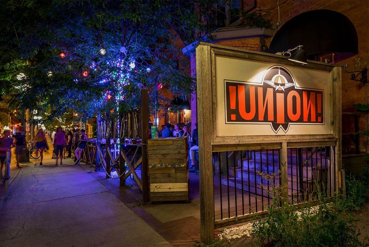 Das Union Local 613 ist ein ausgefallenes Restaurant mit Bar, in dessen Keller sich eine Flüsterkneipe ...