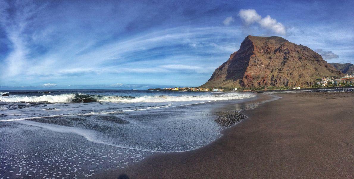 An der Playa de La Puntilla im Gran-Rey-Tal kann man wunderbar entspannen und dem Rauschen der ...