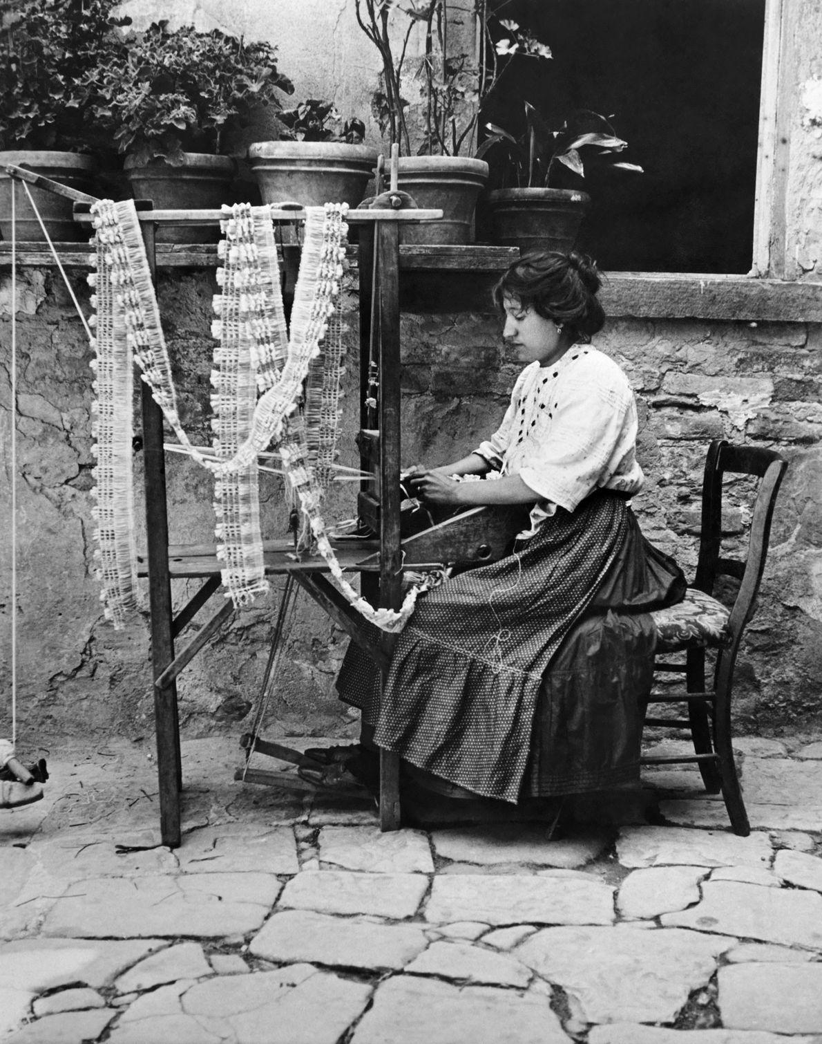 Frau auf der Insel Burano