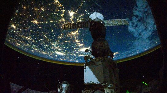 Die Nacht liegt über den Südstaaten der USA, als sie im Oktober 2010 von der Internationalen ...