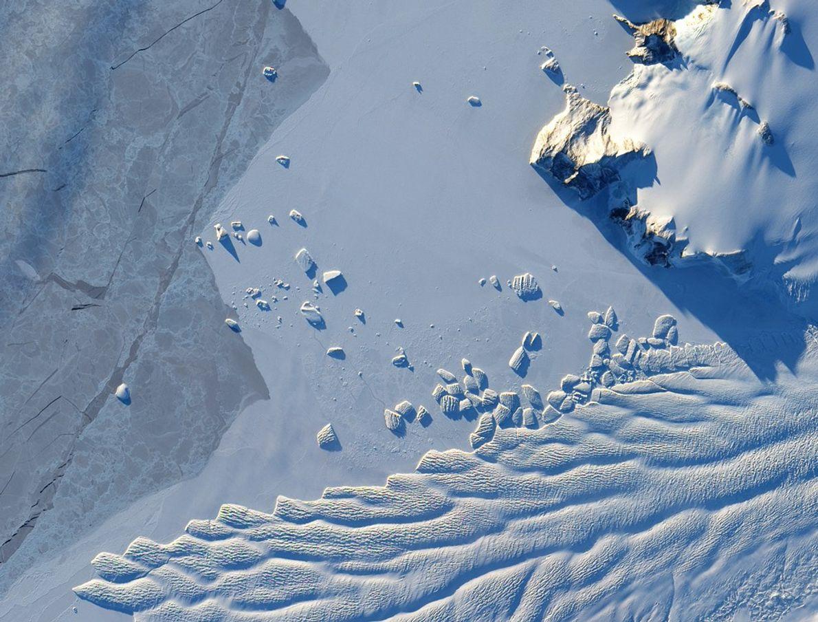 Matussewitsch-Gletscher beim Kalben