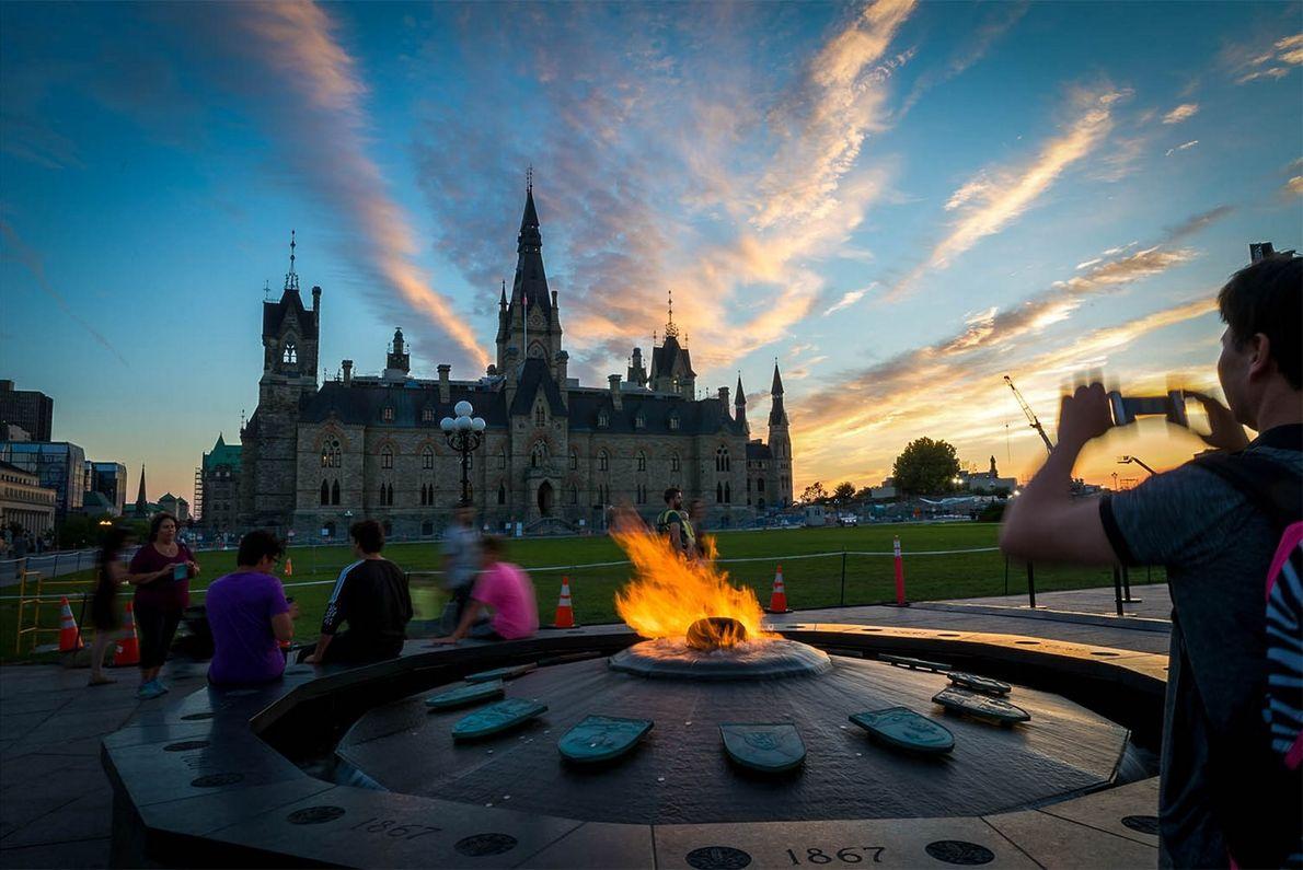 Die Centennial Flame auf dem Parliament Hill gedenkt des 100-jährigen Jubiläums der Kanadischen Konföderation.