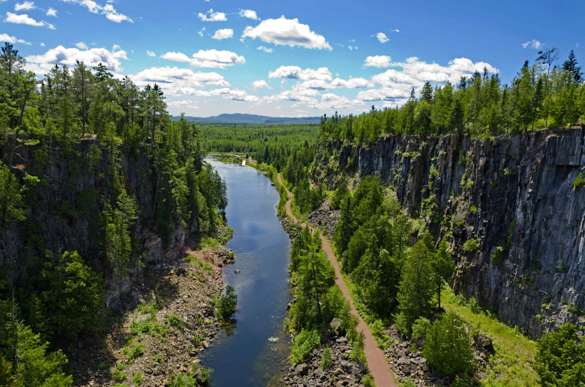 Blick in eine Schlucht nahe der Thunder Bay, nördlich des Lake Superior.