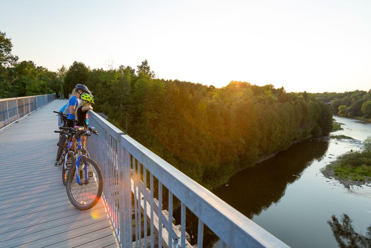 Die Trestle Bridge führt über den Grand River und gehört zu jenem Wander- und Radfahrweg, der ...
