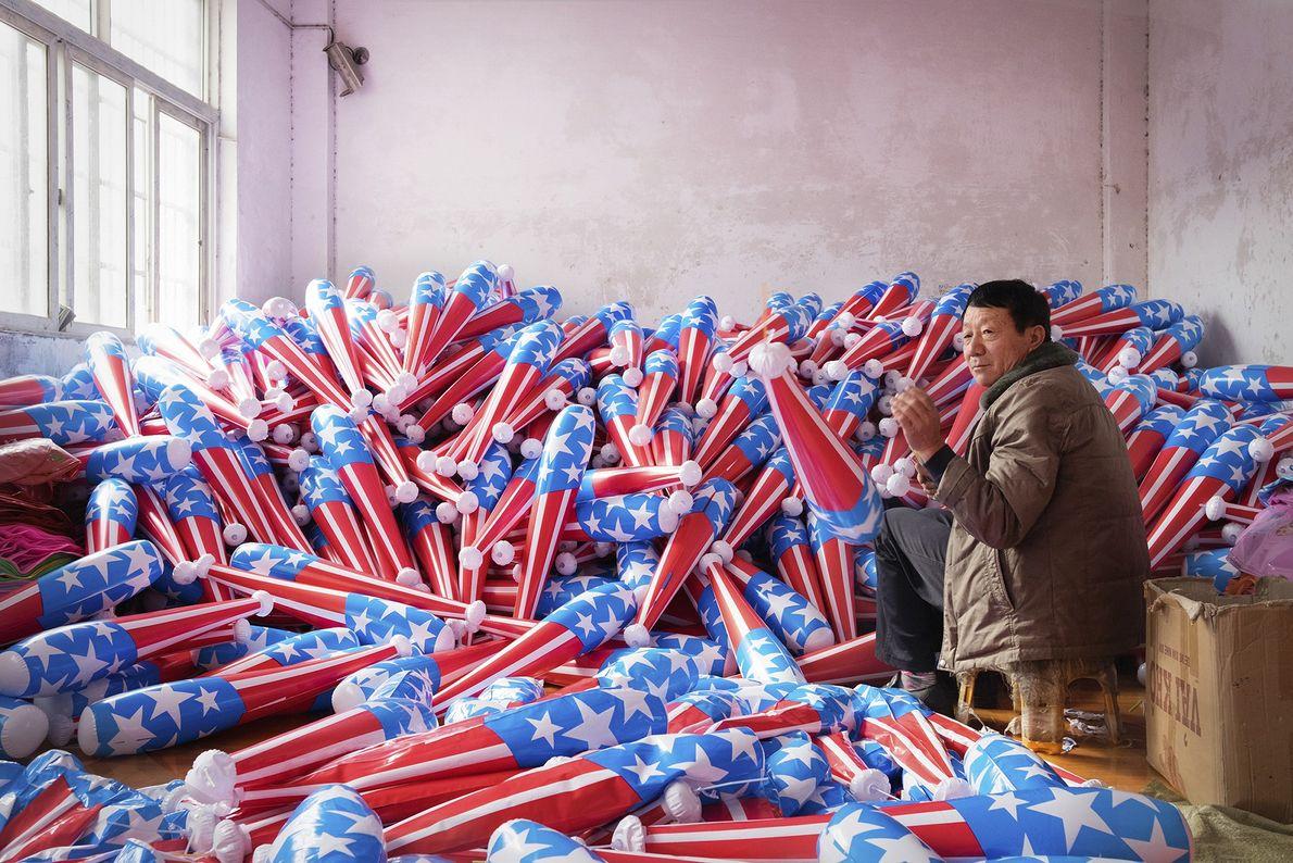 Fabrikarbeiter und Plastikschläger