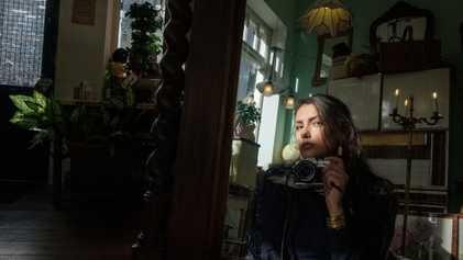 Als der Krieg ihre Heimat zerstörte, fand sie Trost in der Fotografie