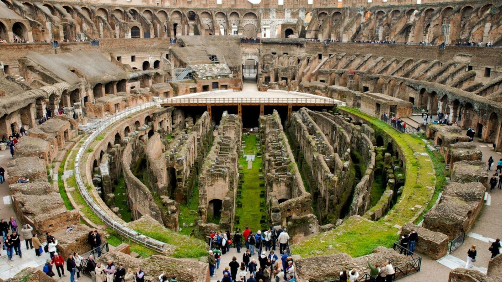 Gladiatorenkämpfe und das Leben im Römischen Reich faszinieren die Menschen, hier im Kolosseum in Rom, bis ...