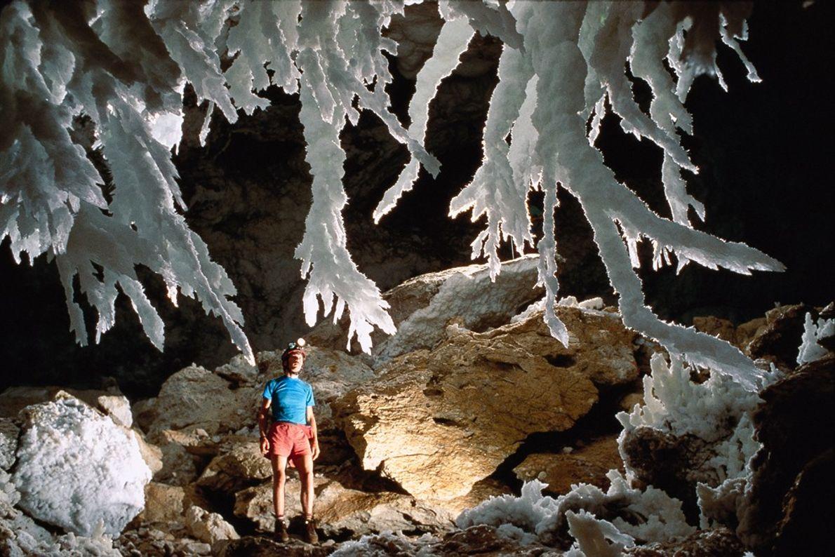 Der Chandelier Ballroom der Lechuguilla-Höhle zählt vielleicht zu den schönsten Orten in dieser spektakulären Tropfsteinhöhle. Die ...