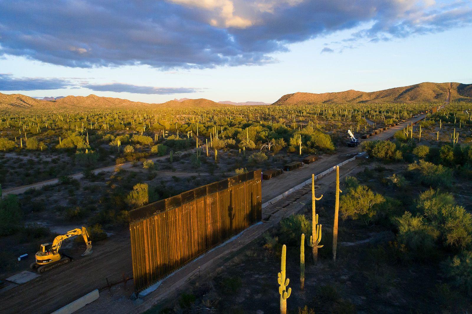 Luftaufnahme des Mauerbaus im Organ Pipe Cactus National Monument