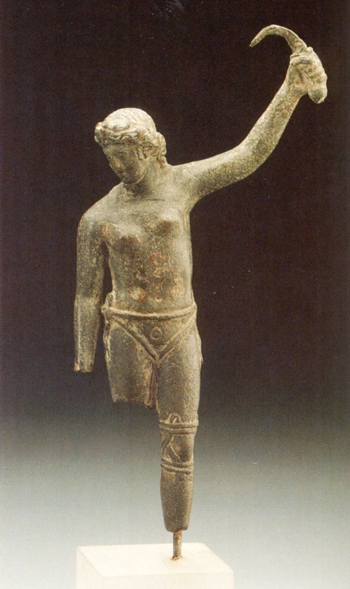 roman statue may depict female gladiator
