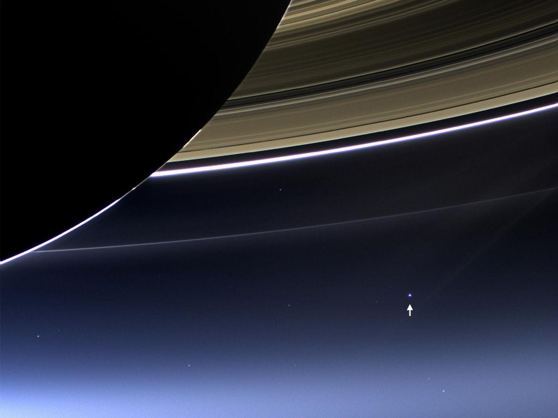Foto der Erde vom Saturn aus von Cassini