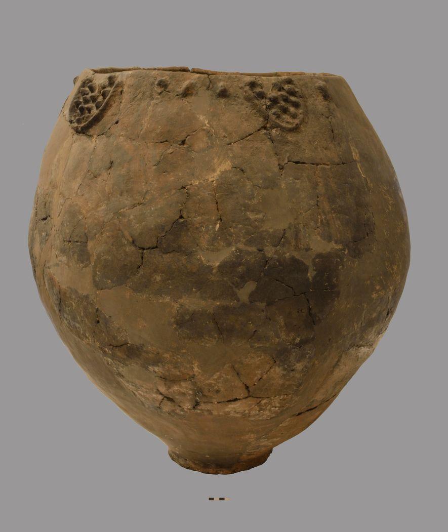 Organische Rückstände an den Resten von Keramikgefäßen wie diesem stellen die ältesten Hinweise auf die Herstellung ...
