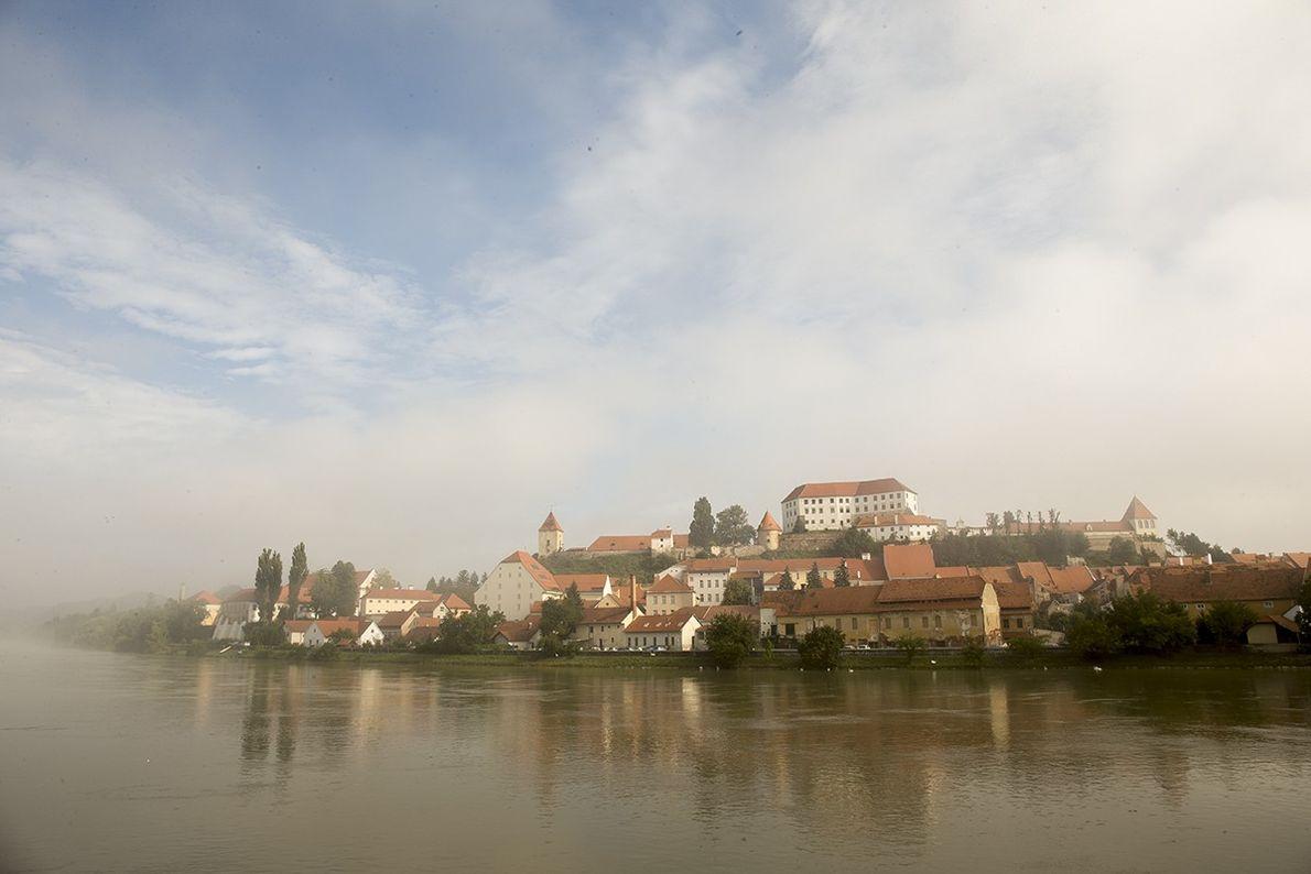Ptuj ist eine alte Stadt, die viel Neues zu bieten hat. In der gleichnamigen Burg auf ...