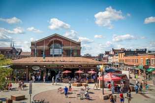 Im Stadtviertel ByWard Market finden sich zahlreiche Marktstände und Spezialitätenläden. Darüber hinaus ist das Viertel bei ...
