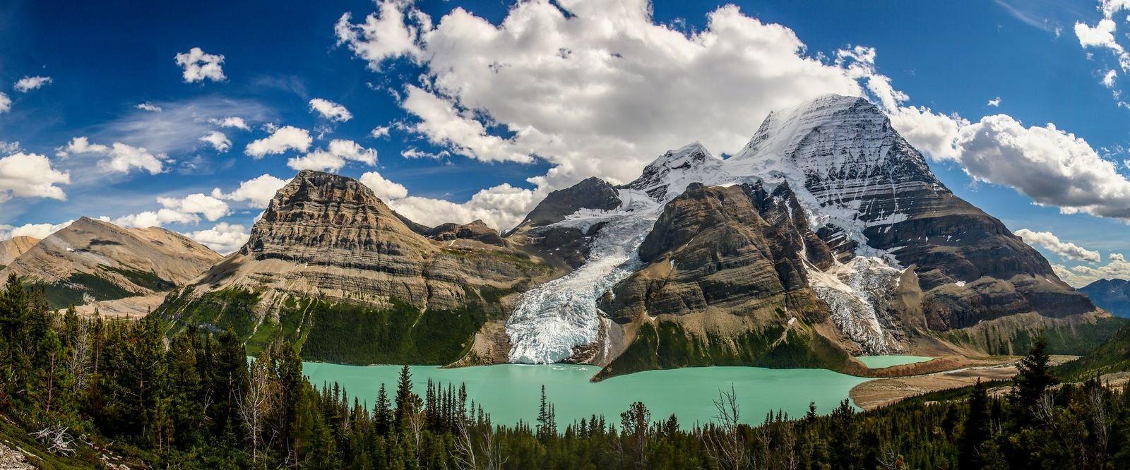 Der Mount Robson Provincial Park in British Columbia. Eine typische Szenerie, die der Blick aus dem ...