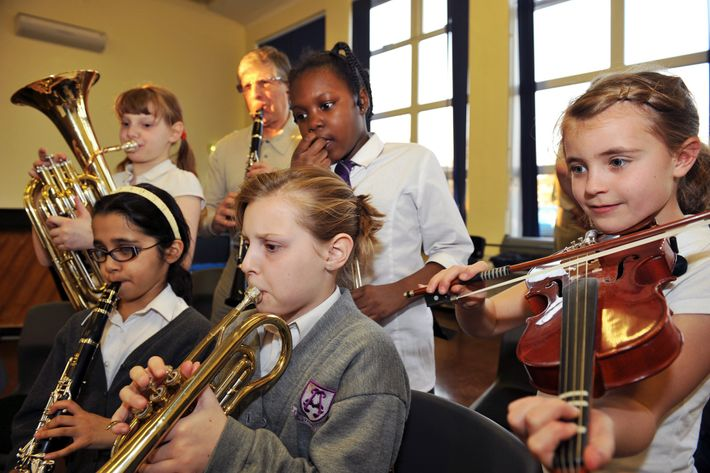 Die größten Vorteile können sich ergeben, wenn man vor dem zehnten Lebensjahr mit dem Musikunterricht anfängt ...